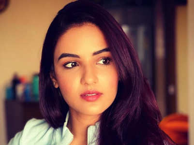 BB14's Jasmin Bhasin wows in her latest pics