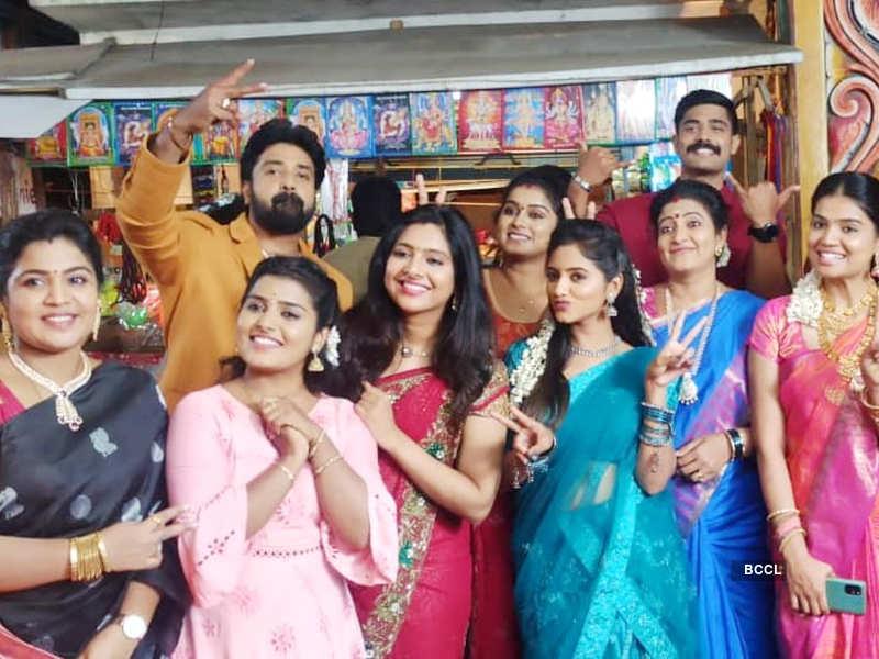 Sillunu Oru Kaadhal completes 100 episodes; Darshini Gowda, Sameer Ahamathu and VJ Ayub thank fans (Photo - Instagram)