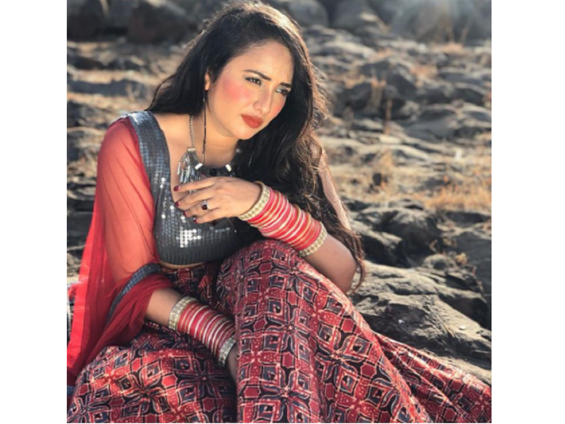 Rani Chatterjee shows her beauty in traditional attire