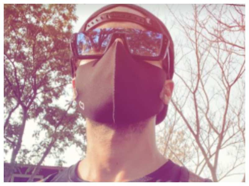 Shahid Kapoor treats his fans with a uber-cool masked up selfie; take a look!
