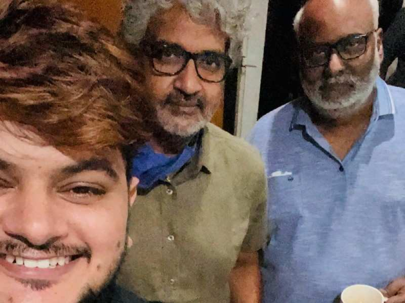 Vishal Mishra shares a selfie with Keeravani and SS Rajamouli from the music sessions of Ram Charan, Jr NTR starrer RRR
