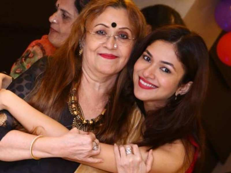 Ridhima Pandit pens an emotional note after the demise of her mother; 'Your name won't flash on my phone again...'
