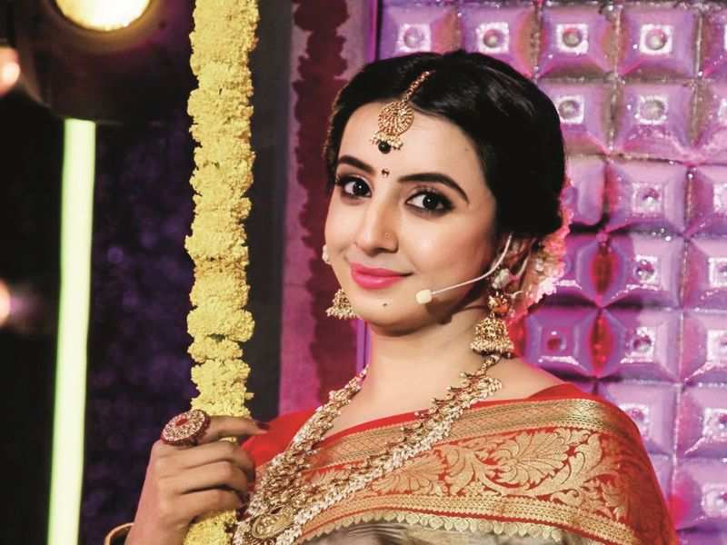 Sanjjanaa Galrani says she belongs in front of the camera, is glad to be back shooting