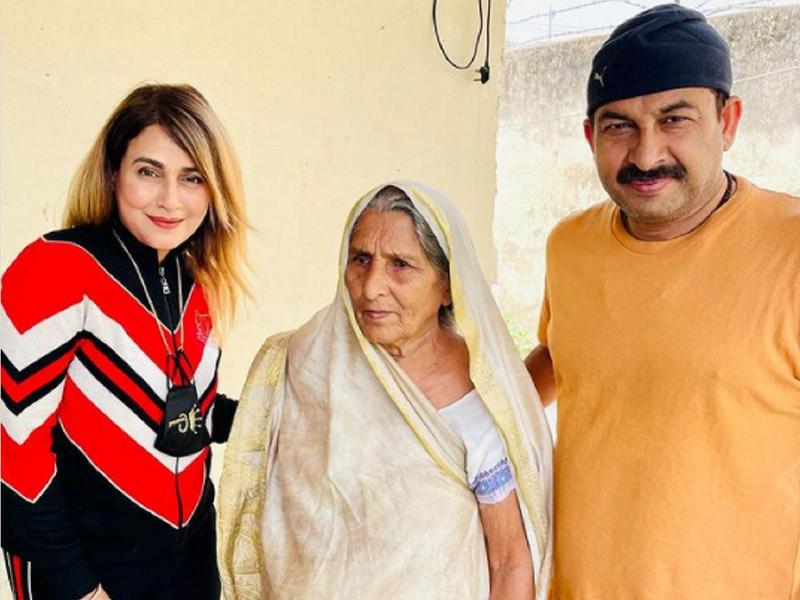 Pakkhi Hegde visits Manoj Tiwari's residence in Varanasi