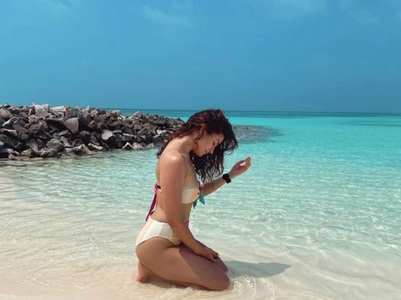 Alia revisits sunny beaches in her new pic