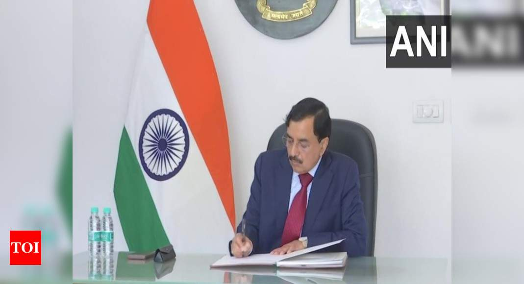 Sushil Chandra assumes charge as chief election commissioner | India News – Times of India