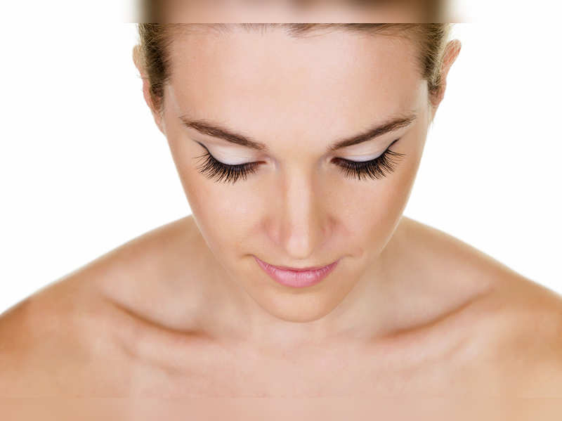 Kitchen remedies for naturally long eyelashes