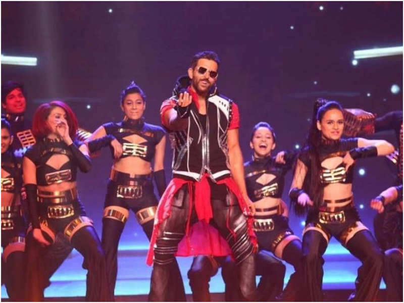 Hrithik Roshan graces with a jaw-dropping performance to celebrate his 20 years of his journey in Hindi Cinema at the 66th Vimal Elaichi Filmfare Awards
