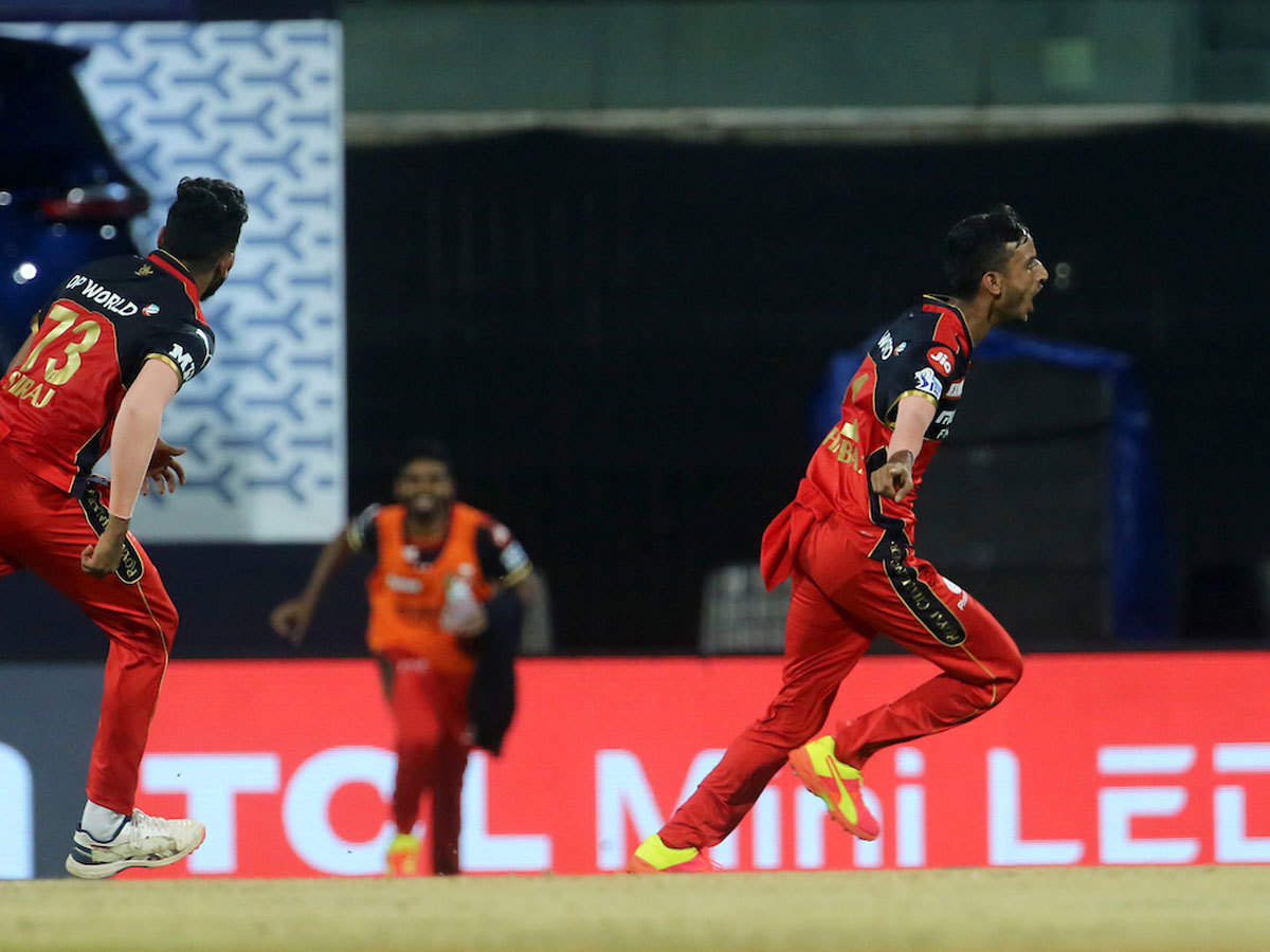 SRH vs RCB Highlights, IPL 2021: Three-wicket over from Shahbaz helps Bangalore beat Hyderabad by 6 runs - The Times of India