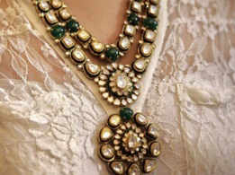 How to be a vintage bride with antique jewellery