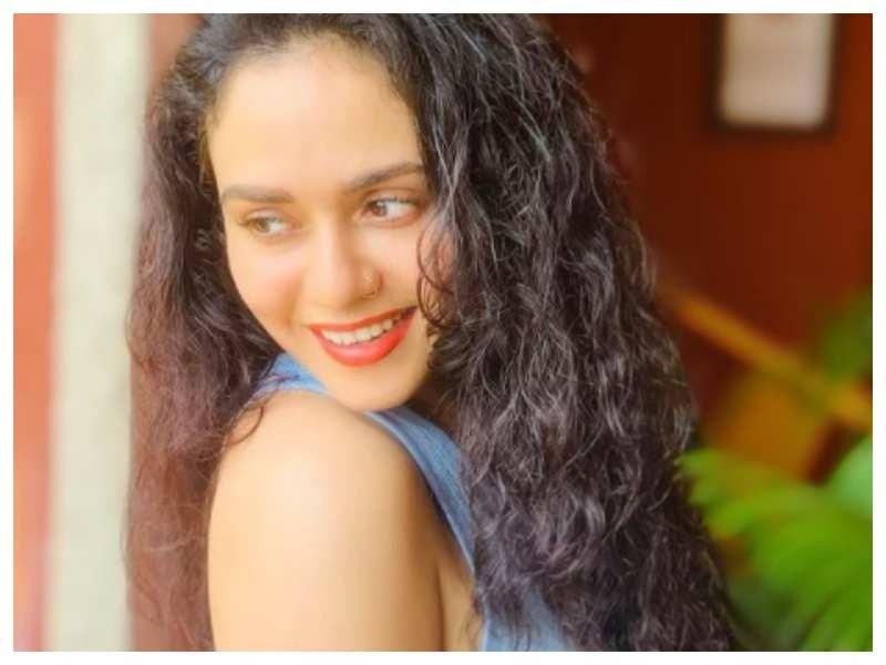 Amruta Khanvilkar looks breathtakingly gorgeous in her latest Instagram picture; take a look!