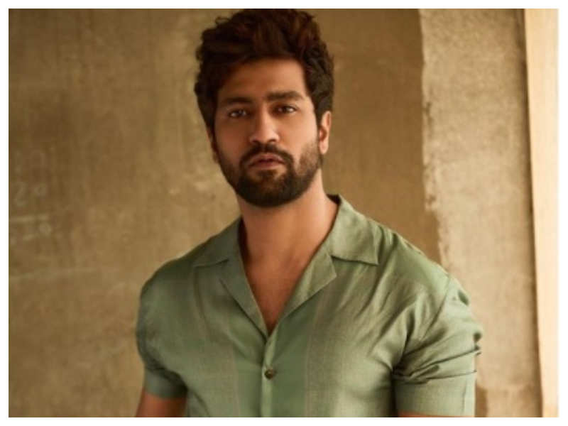 Vicky Kaushal shares a dashing picture of himself with his fans, the quirky caption is sure to leave you in splits