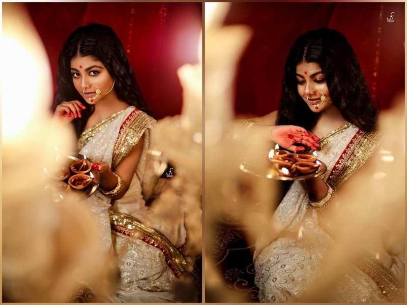 Pallavi Mukherjee dressed up in Bengali saree. Pic credit: Sukant
