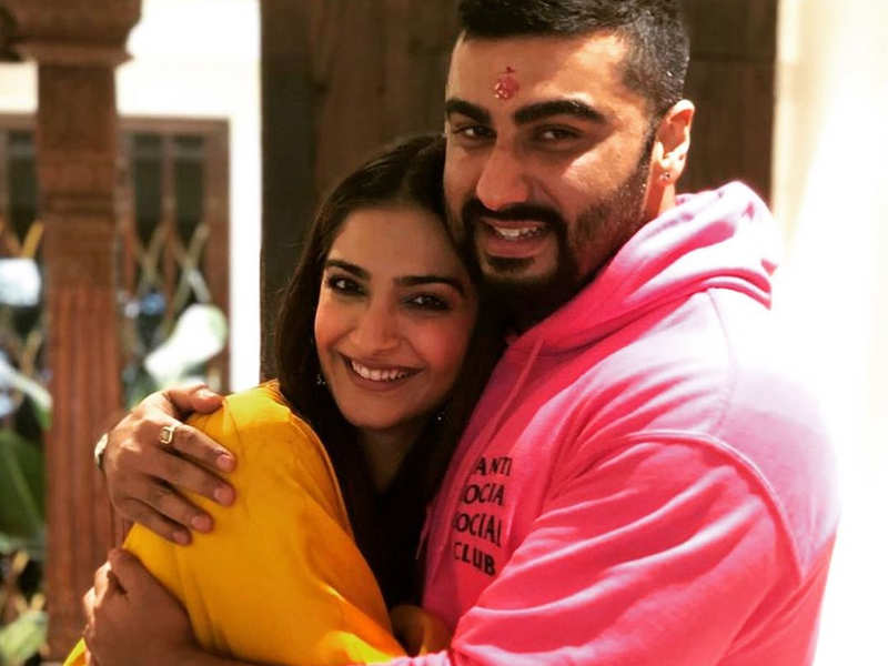 Sonam Kapoor sends love to Arjun Kapoor and she misses her dear brother!