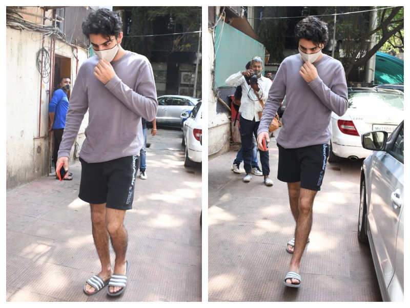 Photos: Ibrahim Ali Khan gets snapped by the shutterbugs outside a clinic in the city