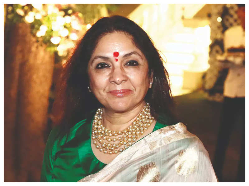 Watch: Following a 15-day curfew in Mumbai, Neena Gupta moves into her hill  station home | Hindi Movie News - Times of India