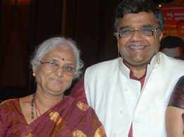 Veteran actor Dwarakish's wife Ambuja passes away