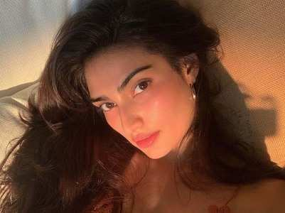 Athiya Shetty's sun-kissed pictures