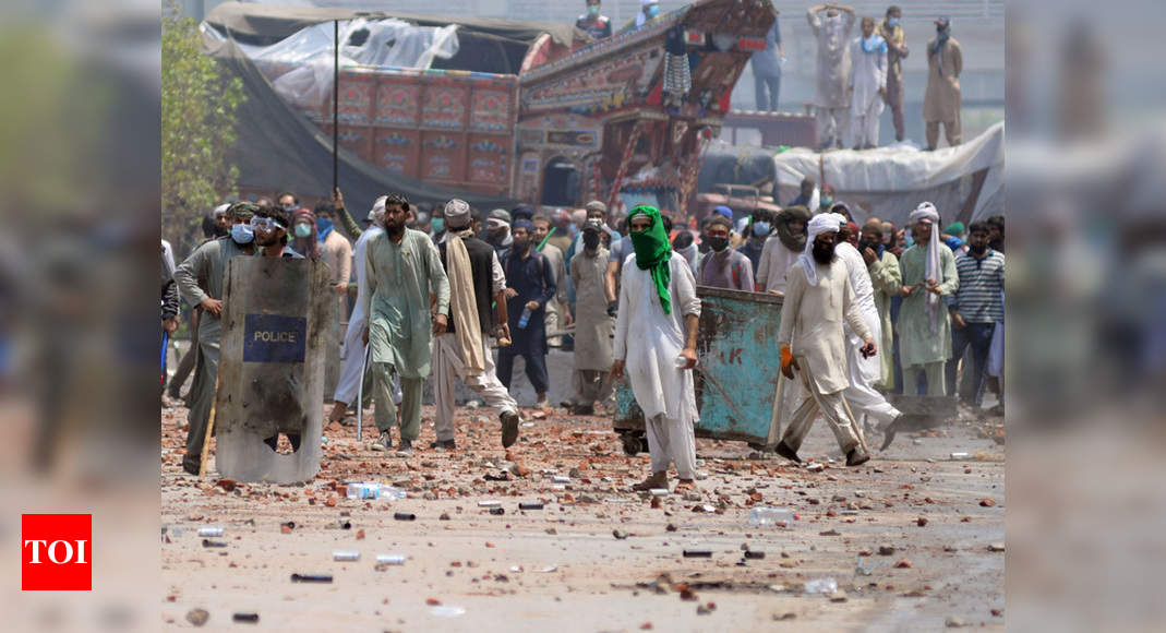 Deadly clashes in Pakistan's Lahore after Islamists take police hostage - Times of India