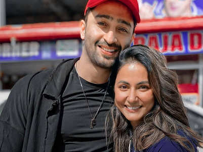 Hina and Shaheer pose for pictures together