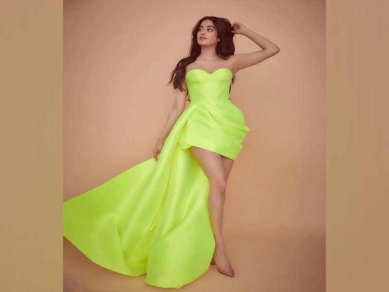 Janhvi Kapoor joins viral 'Up' challenge, flaunts her amazing dancing skills