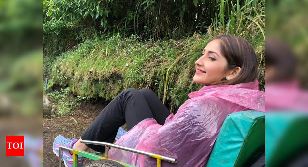 Sayyeshaa reminisces shooting for Kaappaan in Indonesia - Times of India