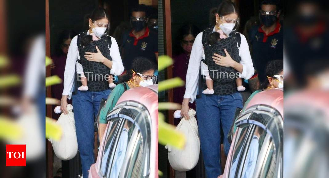 Photos: Anushka Sharma gets clicked with her daughter Vamika and husband Virat Kohli as they arrive in the city – Times of India