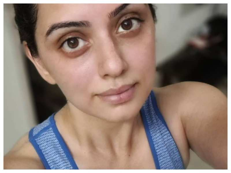 Shruti Marathe is giving us major fitness goals with her latest post-workout selfie; captions it 'Even if u r home. Fitness is important!'