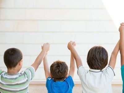 How to help your kids make friends?