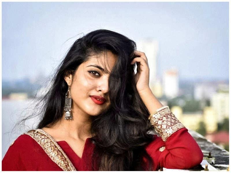 Nandhana Varma's Facebook account hacked; actress alerts her fans