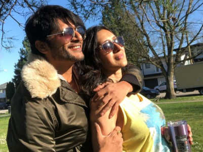 Karanvir, Teejay celebrate 14th wedding anniv.
