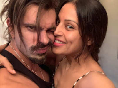 Bipasha reacts to Karan's Agni Sara workout