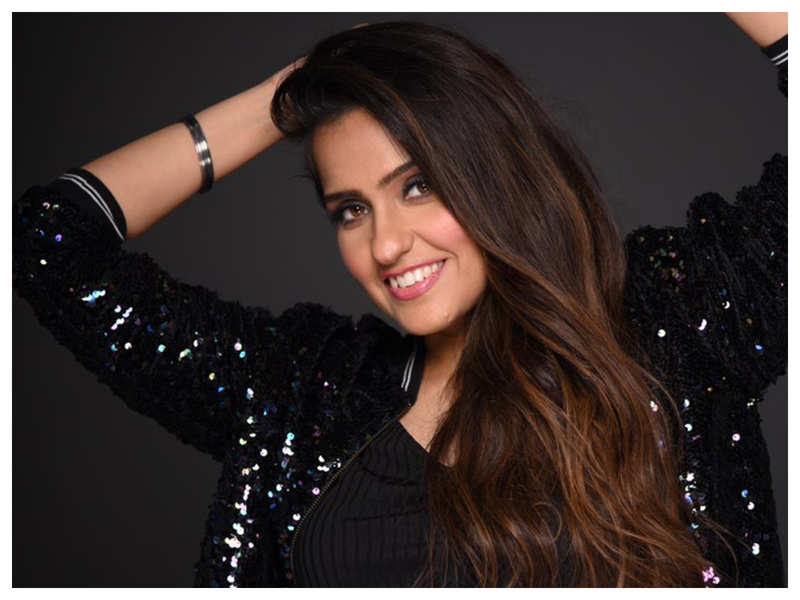 Exclusive interview! Asees Kaur on winning Filmfare Award for 'Hui Malang': As a child, I always dreamt of going on stage and receiving a trophy