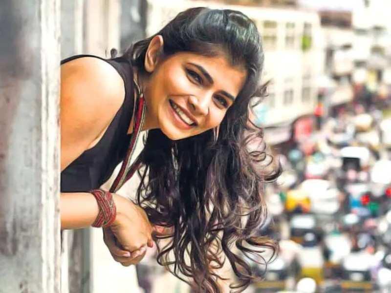 Chinmayi Sripaada kick-starts her Singing for Charity initiative again