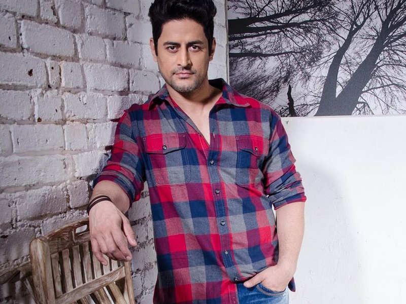 """Mohit Raina shares a picture from the hospital after testing positive for COVID-19, says, """"Just stay indoors, will see you guys on the other side"""""""