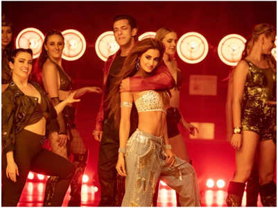 Disha-Salman's look from 'Seeti Maar' song