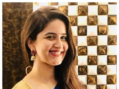 Marathi actresses who stunned in a blue saree