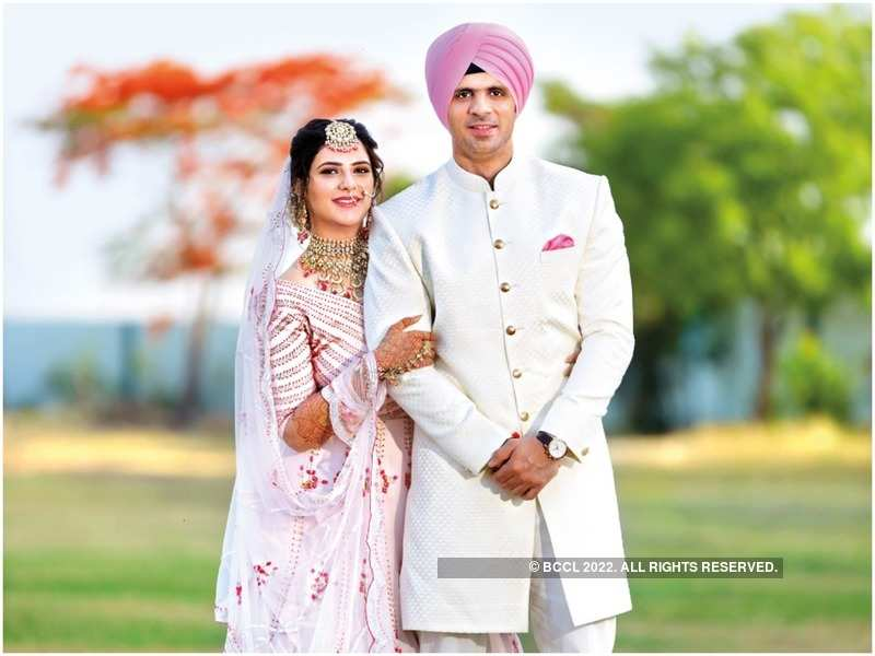 Kunal Saluja with his bride Sanjana Arora