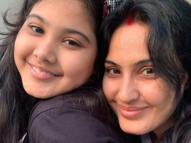 Kamya Panjabi video calls her daughter as she continues to shoot for Shakti in Agra; says, 'it aches so much but this will pass too'