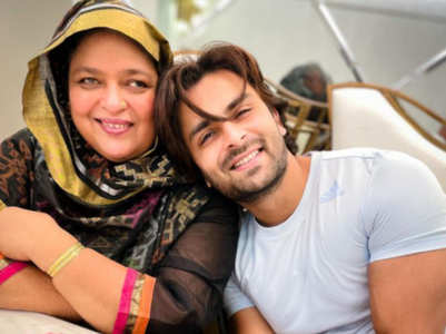 Shoaib wishes his 'AMMI JAAN' on her b'day