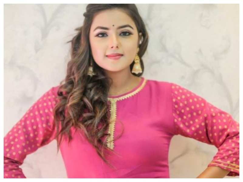 Pretty in Pink! Monalisa Bagal looks drop-dead gorgeous in this stunning ensemble
