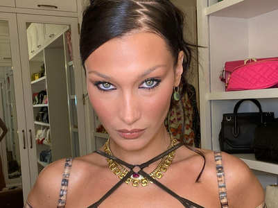 Bella Hadid brings back the zigzag part trend from the early-aughts