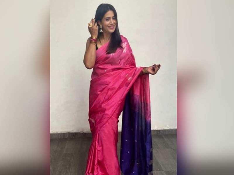 Sonali Kulkarni looks breathtakingly beautiful in this pink saree; see pic