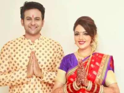 Sanket calls his wife Sugandha 'Mrs Bhosale'