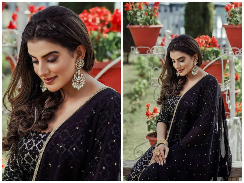 Akshara Singh looks mesmerising in her latest all-black attire