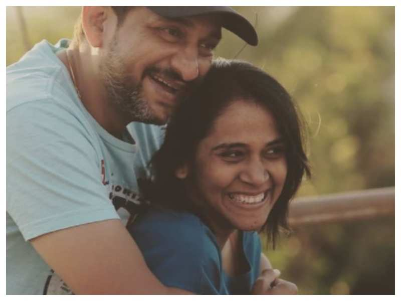 Prasad Oak has the sweetest birthday note for wife Manjiri Oak as he shares an adorable pic with her