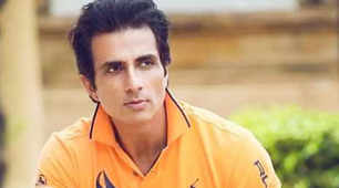 Sonu Sood airlifts a critically-ill COVID-19 patient from Jhansi to Hyd