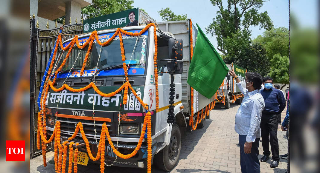 Jharkhand CM flags off Sanjeevani trucks for emergency supply of oxygen to hospitals in Ranchi