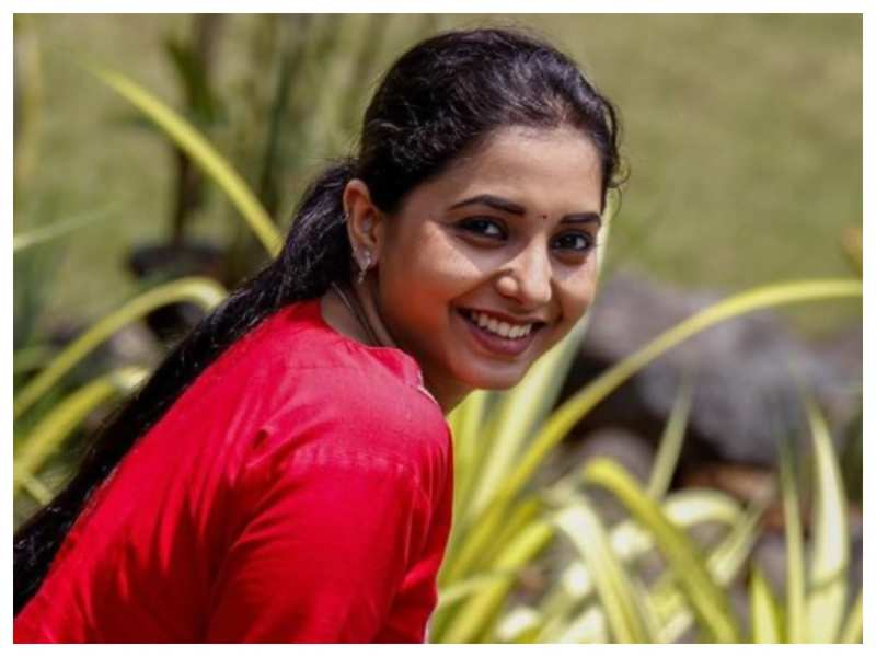 Photo: Sayali Sanjeev's million-dollar smile is sure to drive away your mid-week blues