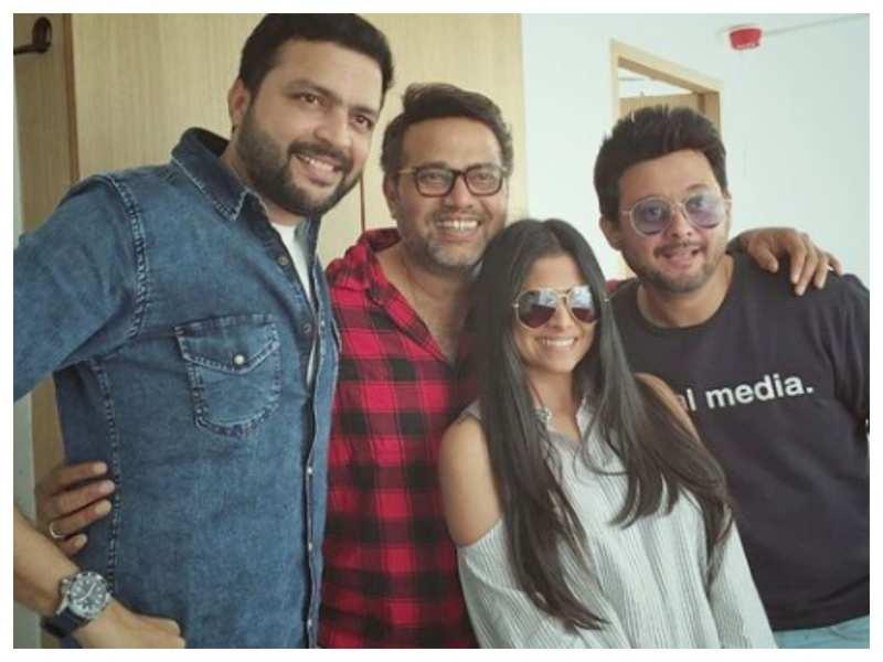 Sai Tamhankar shares a throwback photo with her BFF's Swwapnil Joshi, Ankush Chaudhari and Sanjay Jadhav; says 'Major Missing'